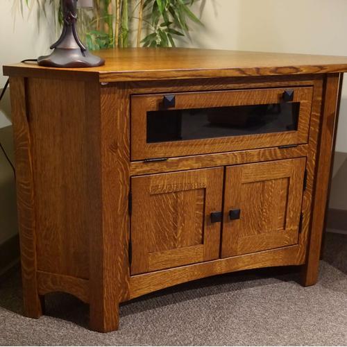 Amish Craftsman - Heartland Mission Corner TV Stand