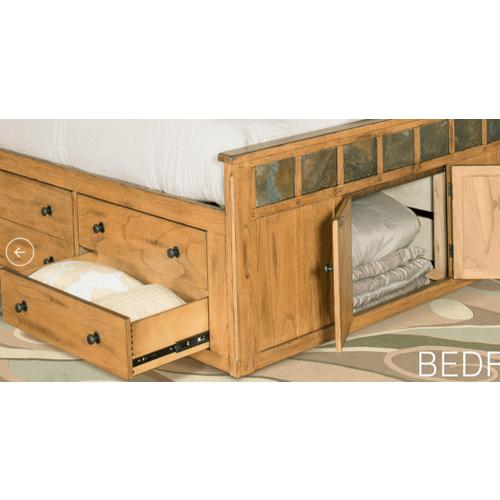 Sunny Designs - Sedona Rustic Oak Queen Bed      (SUNNY-Q2322)