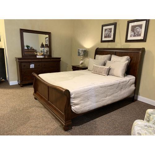 Queen Bedroom Style No. 589