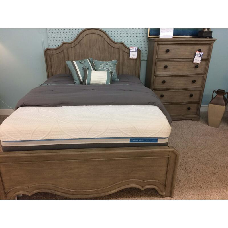 Riverside Corinne Headboard/footboard/rails and 5 Drawer Chest