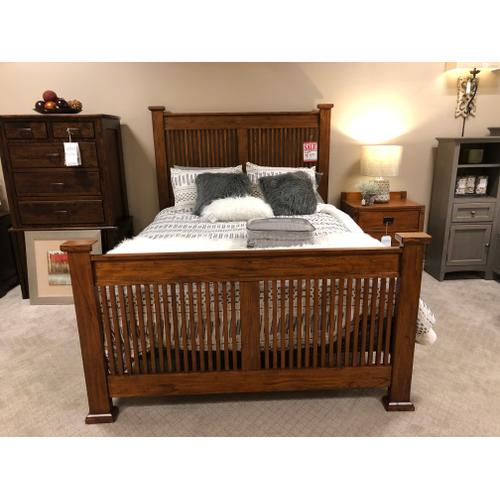 A America - Queen mission Wood frame  $899