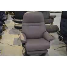 STRESSLESS SUNRISE MEDIUM ELECTRIC ARM CHAIR, LEATHER, RECLINE, SWIVEL.