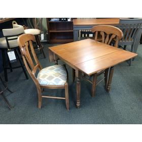 Dropleaf Dinette Table with Manor House Side Chairs