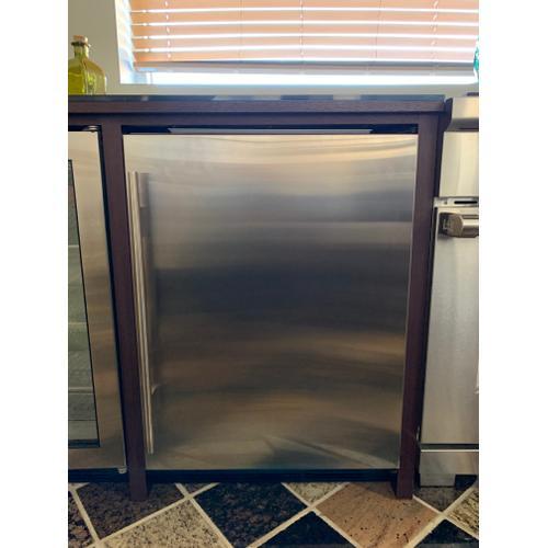 "Sub-Zero UC24CIRH    24"" Undercounter Refrigerator/Freezer with Ice Maker - Panel Ready"