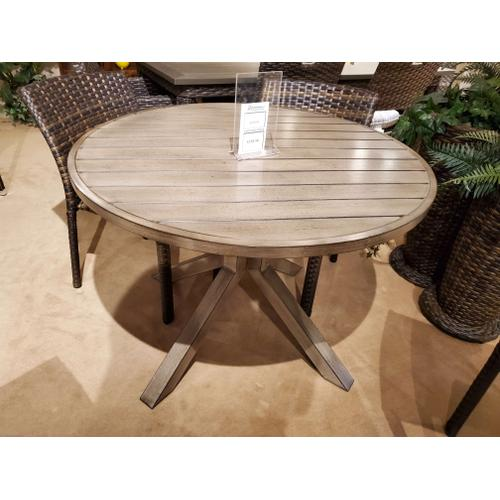"Crossroads 42"" Round Outdoor Dining Table"