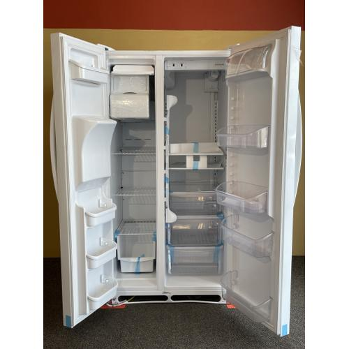 Treviño Appliance - Frigidaire White Side by side Refrigerator