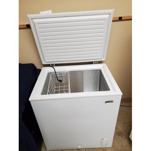USED 5.0 Cu Ft Capacity Chest Freezer