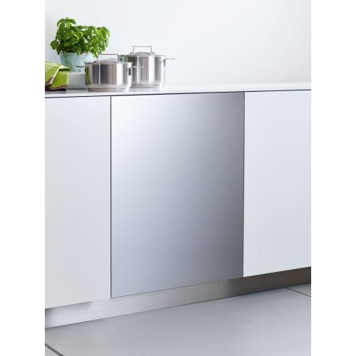 Int. front panel: W x H, 24 x 30 in Clean Touch Steel™ w/o handle & bore holes for fully integrated dishwashers