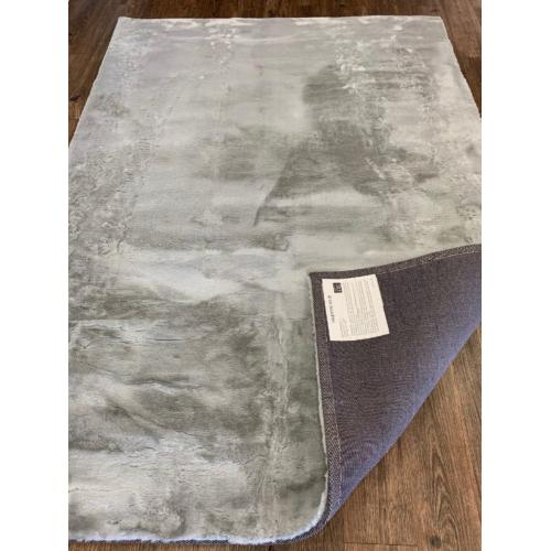 Soft Plush Faux Fur Valentine Solid Area Rug by Rug Factory Plus - 5' x 7' / Silver