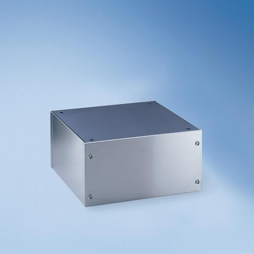 UG 5005-30 Closed plinth For ergonomic loading and unloading of the washing machine and dryer.