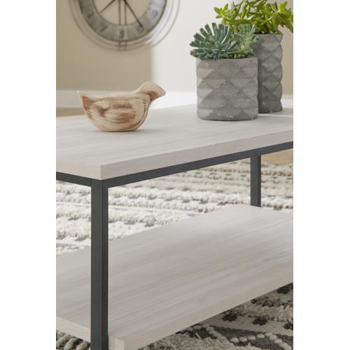 Gallery - Bayflynn Coffee Table