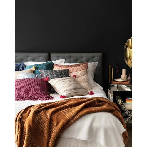 P0803 JB Black / White Pillow