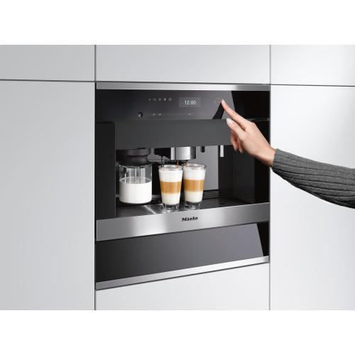 Built-in coffee machine with bean-to cup system and OneTouch for Two prep. for perfect coffee enjoyment.