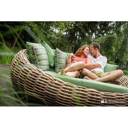 COCOON Daybed w/ cushions and 4 pillows