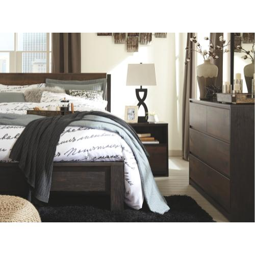 Windlore Queen Panel Bed