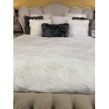 "Luxury Chinchilla Feel Faux Fur Blanket by Rug Factory Plus - Cal King/Eastern King - 104"" x 93"" / Offwhite"