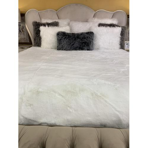 """Luxury Chinchilla Feel Faux Fur Blanket by Rug Factory Plus - Cal King/Eastern King - 104"""" x 93"""" / Offwhite"""