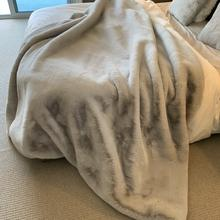 "Luxury Chinchilla Feel Faux Fur Blanket by Rug Factory Plus - Cal King/Eastern King - 104"" x 93"" / Silver"
