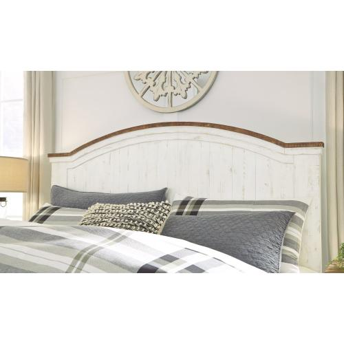 Wystfield Queen Panel Bed