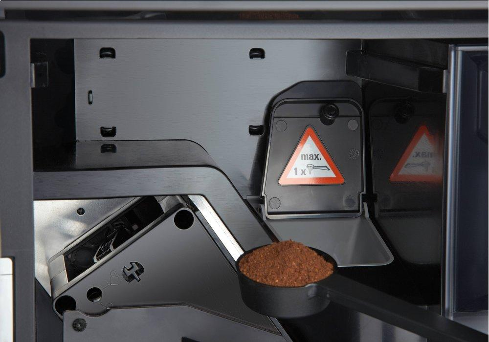 CVA 6805 - Built-in coffee machine with bean-to-cup system - the  all-rounder for the highest demands. Photo #5