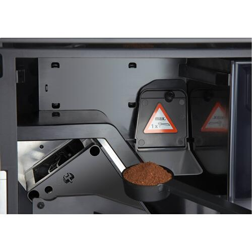 Built-in coffee machine with bean-to-cup system and OneTouch for Two for perfect coffee enjoyment.