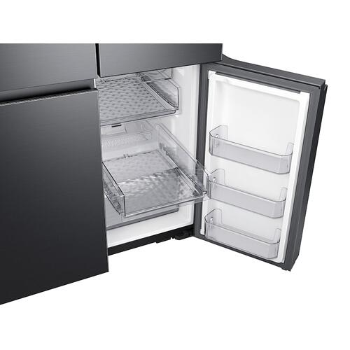 29 cu. ft. Smart 4-Door Flex™ refrigerator with Family Hub™ and Beverage Center in Black Stainless Steel