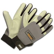 The official competitor gloves of the STIHL TIMBERSPORTS® series.