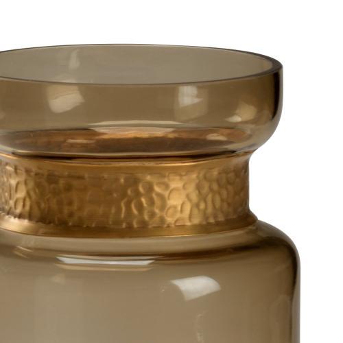 Brady Vase (med)