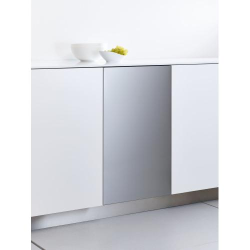Int. front panel: W x H, 18 x 28 in Clean Touch Steel™ w/o handle & bore holes for fully integrated dishwashers