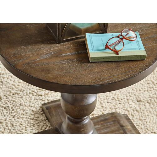 7040 Charleston Round Chairside Table