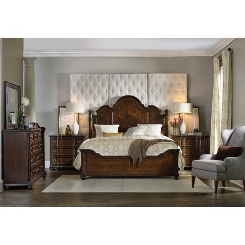 Leesburg Queen Poster Bed