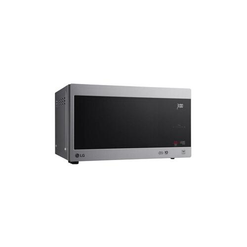 LG - 0.9 cu. ft. NeoChef™ Countertop Microwave with Smart Inverter and EasyClean®