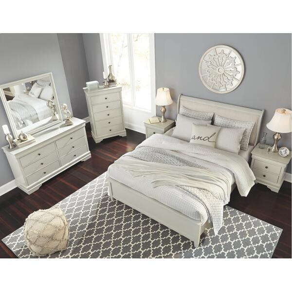 Queen Sleigh Bed With 2 Nightstands
