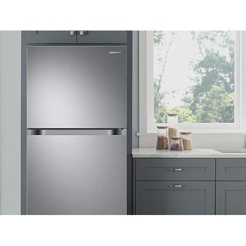 18 cu. ft. Top Freezer Refrigerator with FlexZone™ and Ice Maker in Stainless Steel