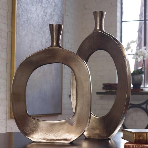 Kyler Vases, S/2