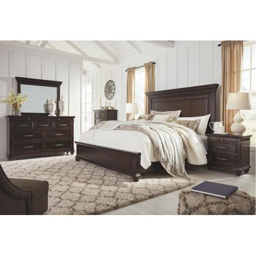 Brynhurst King Panel Bed