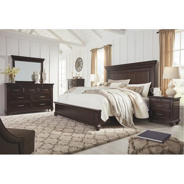 Brynhurst King Panel Bed