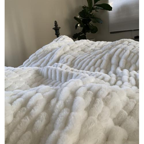 """Nuevo Blanket/Coverlet White by Rug Factory Plus - Cal King - 104"""" x 93"""" / White"""