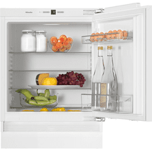 Built-under refrigerator Compact design with a practical interior layout.