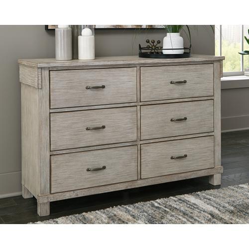 Hollentown Dresser