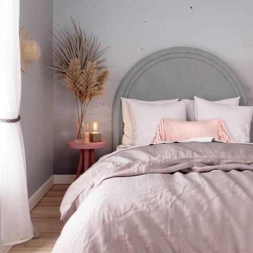 Gumdrop Grey Velvet Bed in Queen