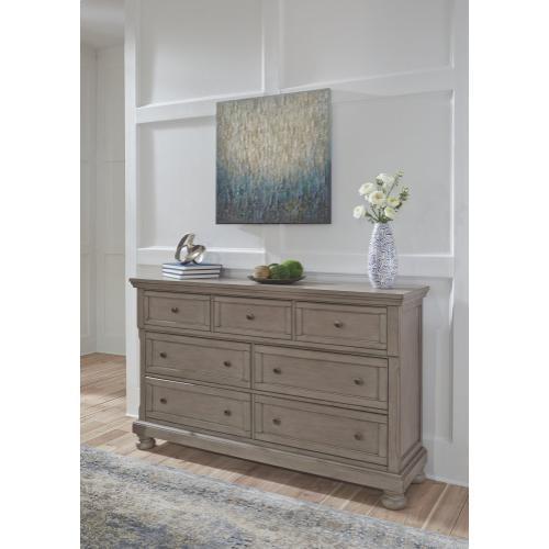 Lettner Dresser