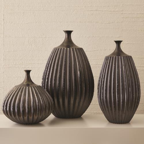 Sawtooth Vase-Graphite-Sm