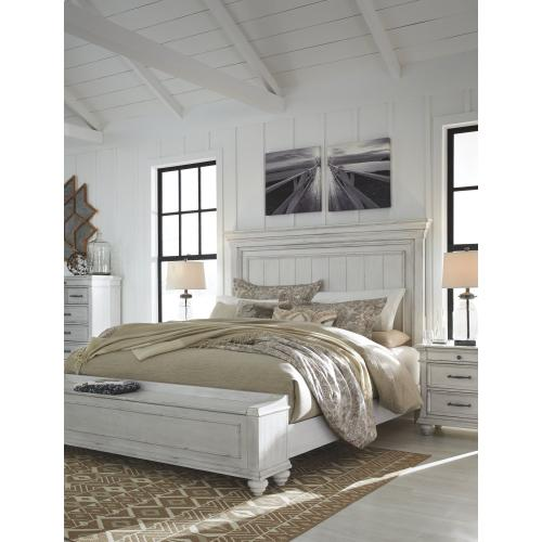 Kanwyn King Panel Bed With Storage Bench