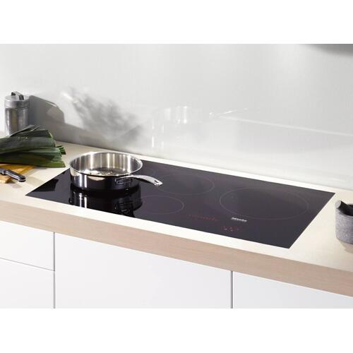 Induction Cooktop with PowerFlex cooking area for maximum versatility and performance.