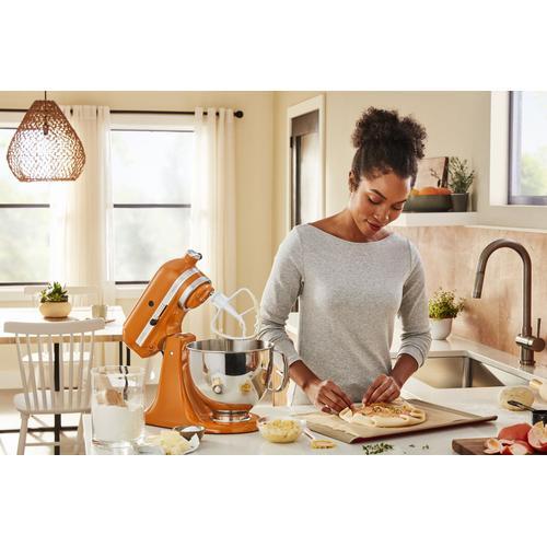 KitchenAid Canada - Artisan® Series 5 Quart Tilt-Head Stand Mixer in Honey