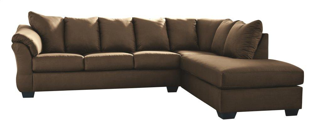 AshleyDarcy 2-Piece Sectional With Chaise