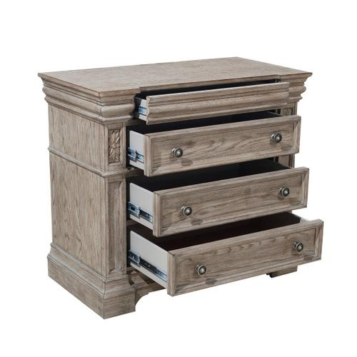 Kingsbury 4 Drawer Bachelor's Chest