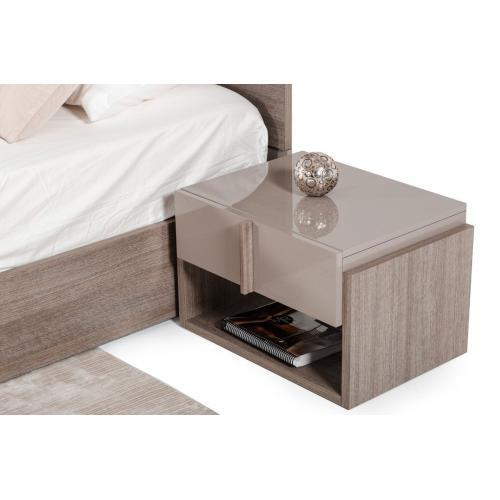 Nova Domus Marcela Italian Modern Nightstand