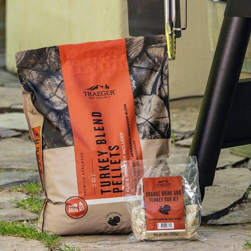 Traeger Grills - Limited Edition Turkey Blend Wood Pellets + Brine Kit